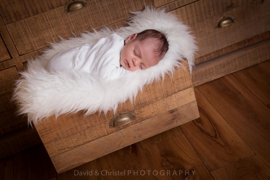 photo de bébé originale en lumière naturelle