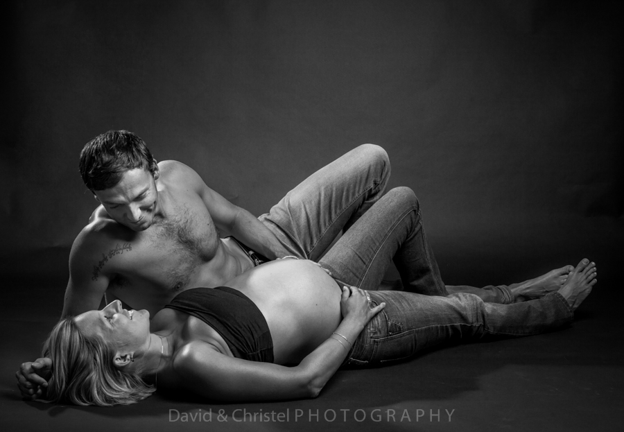 photo de grossesse en couple semi nu