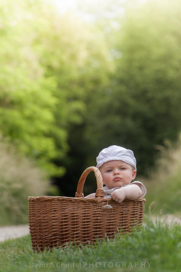 photo bébé dans panier