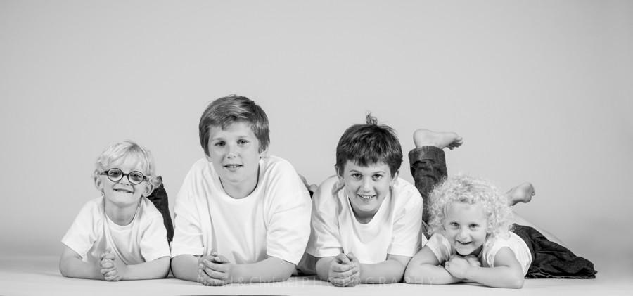 photo de frères et soeurs en studio