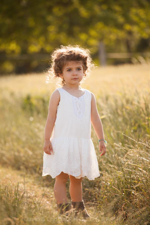photo petite fille à la campagne