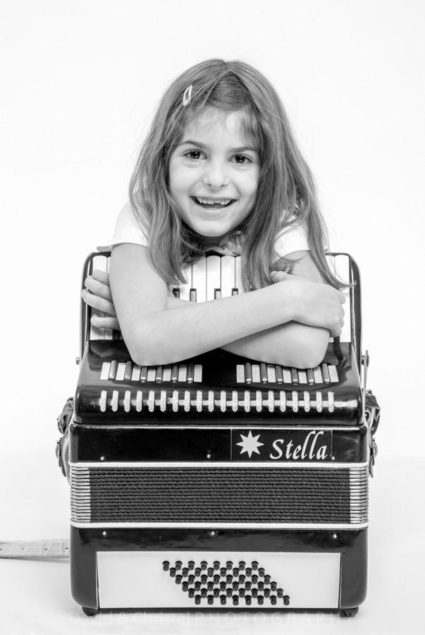 portrait enfant et son accordéon