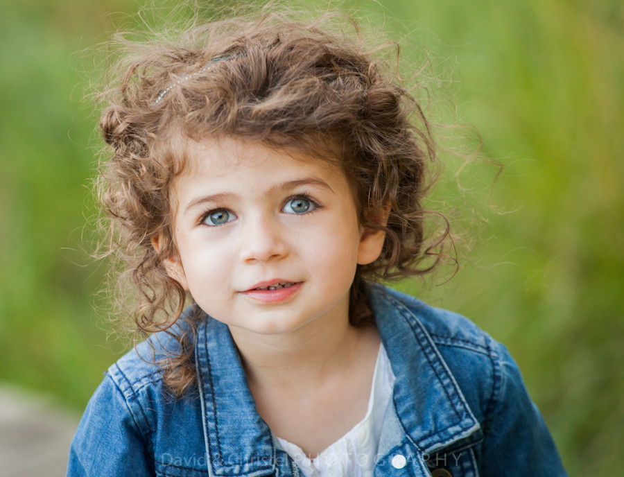 portrait petite fille en exterieur