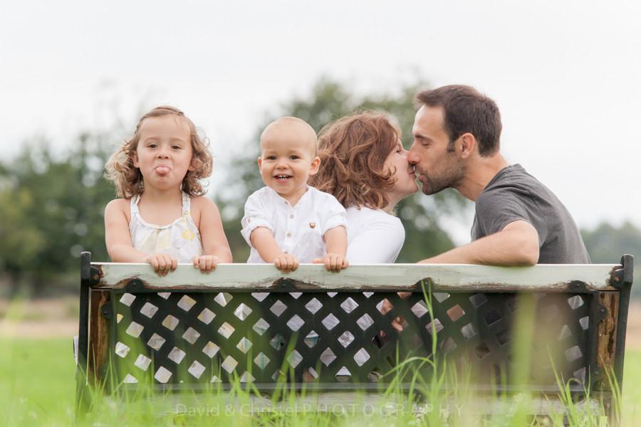 portrait de famille en exterieur