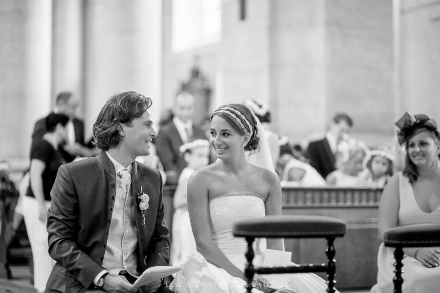 photo du couple de mariés pendant la cérémonie