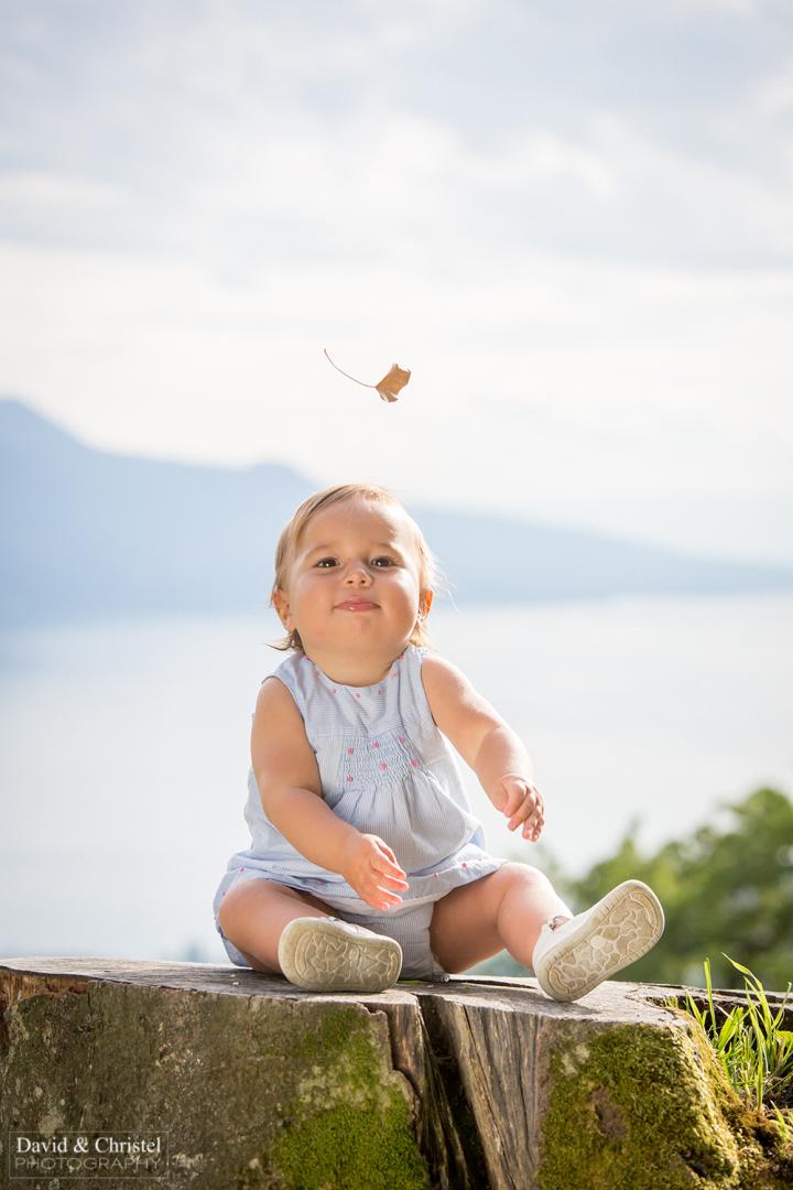 photo d'un bebe en exterieur
