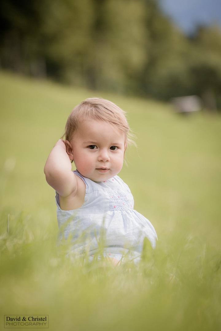 portrait d'un enfant en exterieur