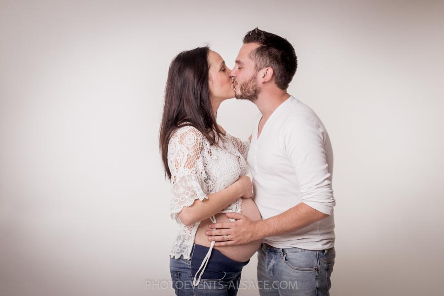 couple et femme enceinte