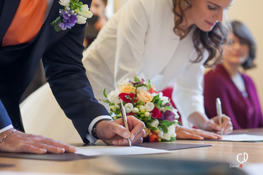 signature des mariés en mairie